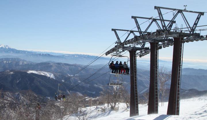即使在温暖的冬天,Meiho滑雪胜地也可使用所有升降机!